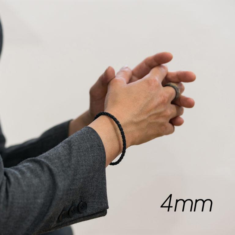 レザーブレスレット4mm着用