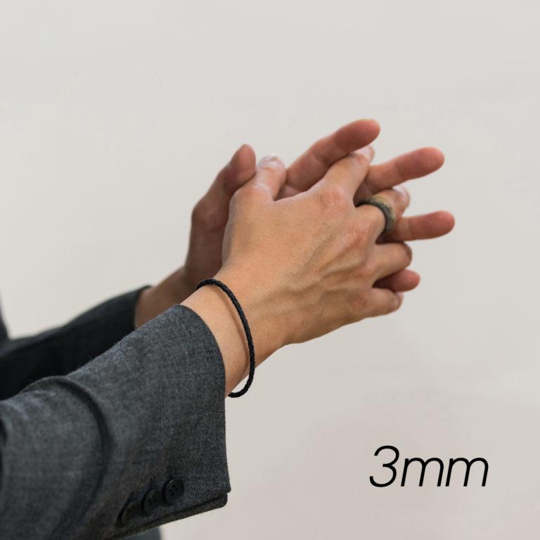 レザーブレスレット3mm着用